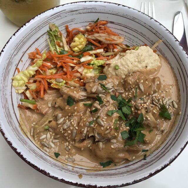 Le Nous Bol au poulet rti sauce Satay de nousrestauranthellip